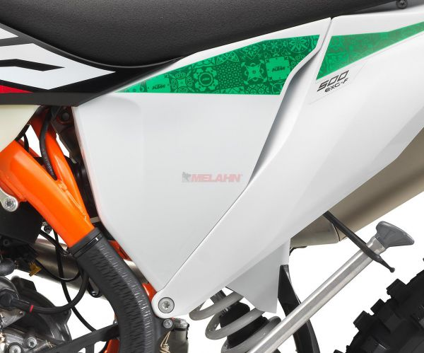 KTM Filterkastendeckel links mit Dekor EXC 2020 Six-Days, weiß